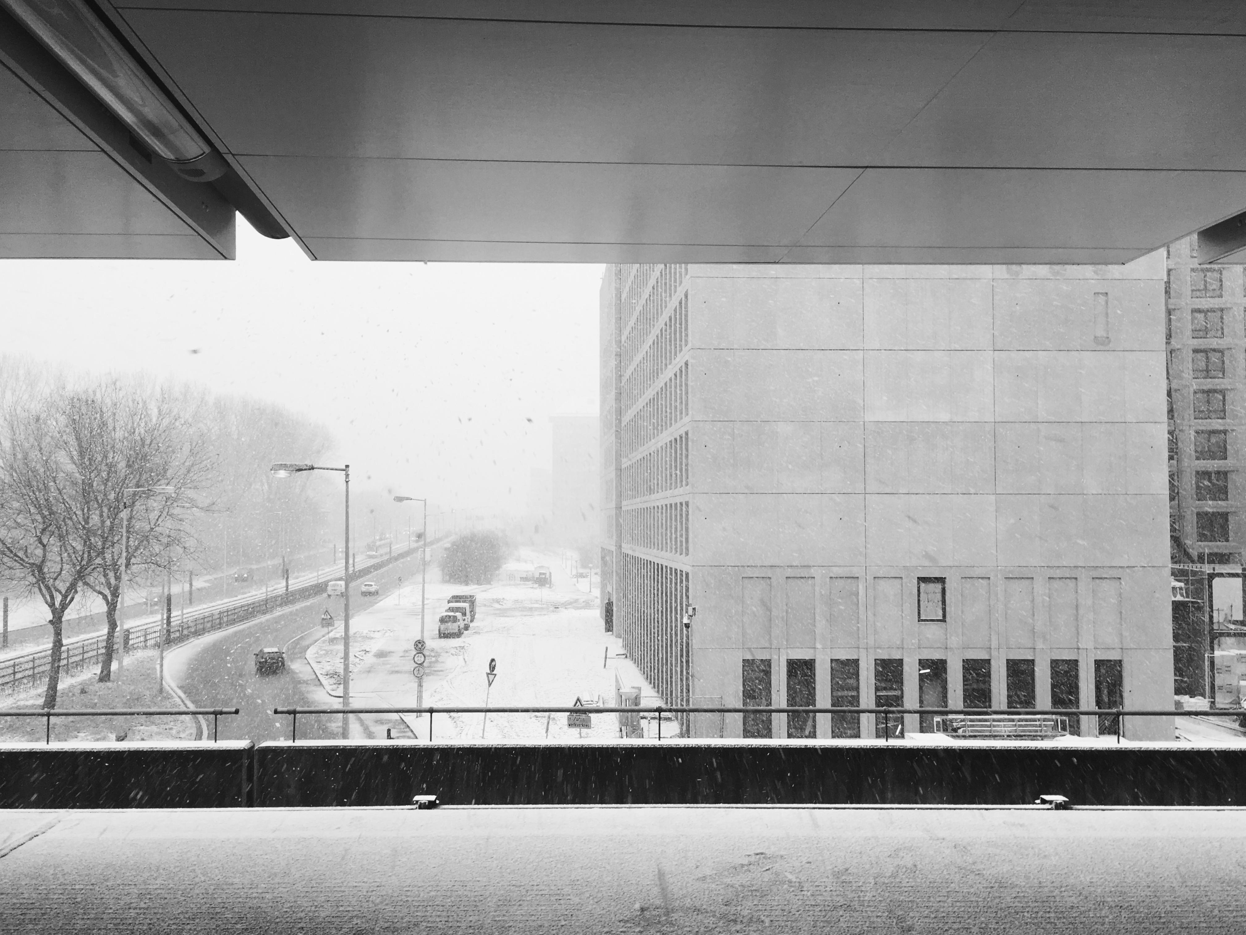 Film still, Amsterdam Nieuw-West, station Lelylaan. Samenwerken.